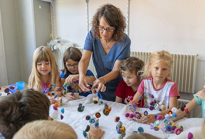 Swisswool_Wollreich_Ruth Brog_Filzkurse_viele Kinder