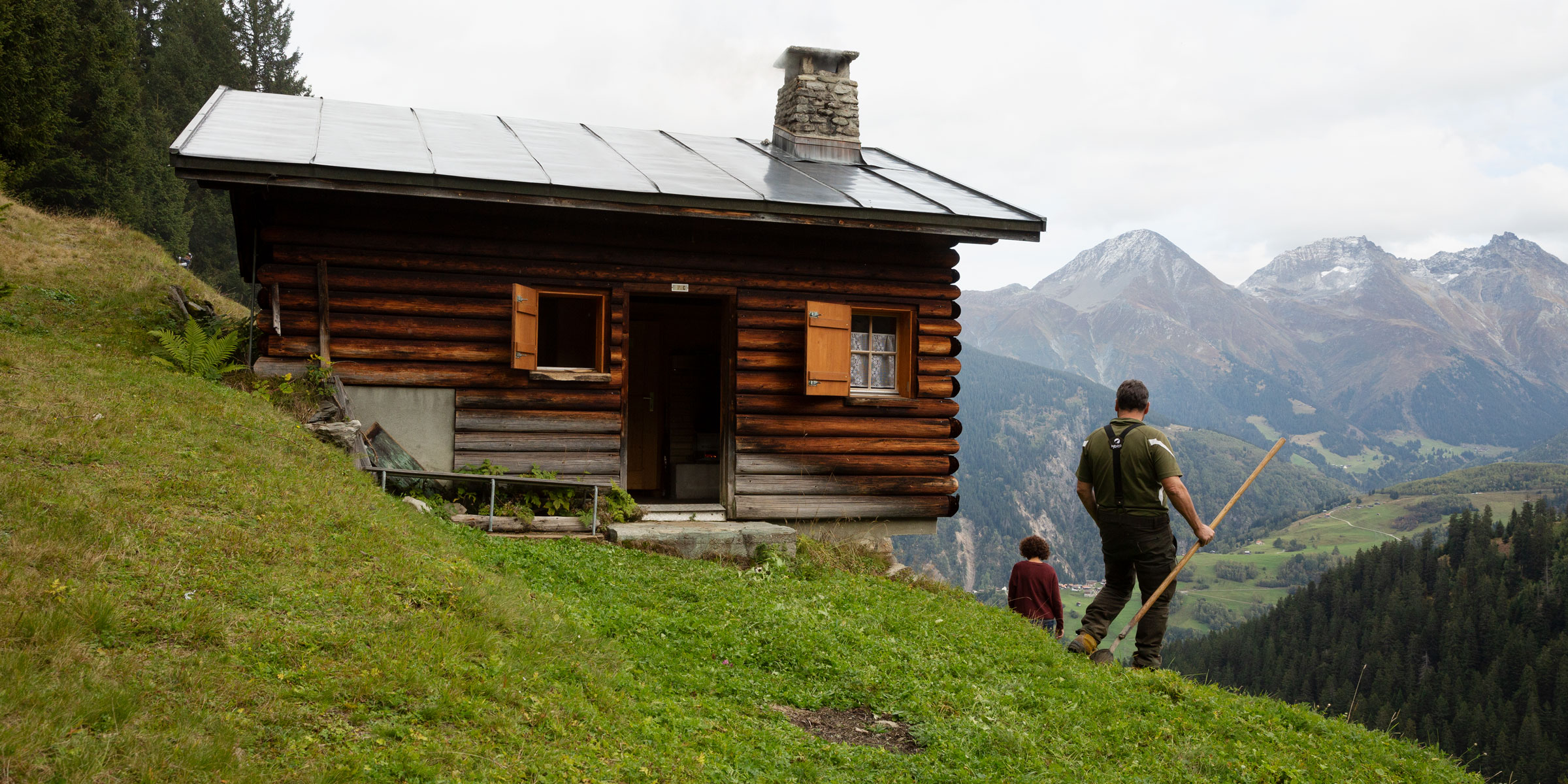 Alphütte Disentis Aussicht ins Tal Berthers Swisswool